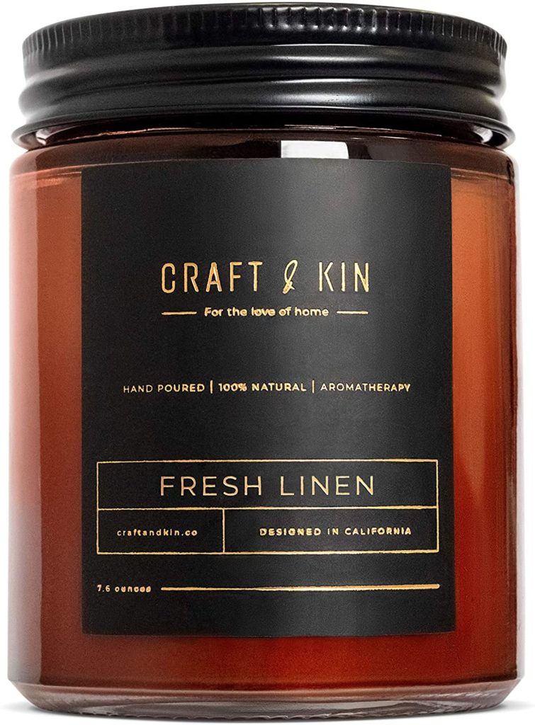 Craft and Kin essential oil candle smells like clean laundry and fresh linen.